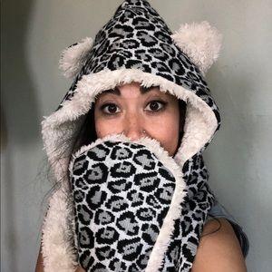 Animal fur hoody wrap scarf 🧣 🐻